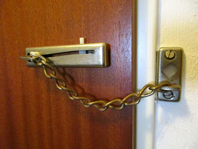 dveřní kování.jpg
