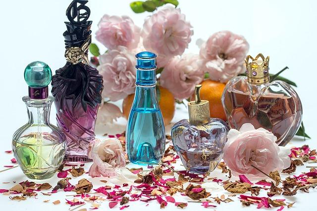květiny a parfémy.jpg